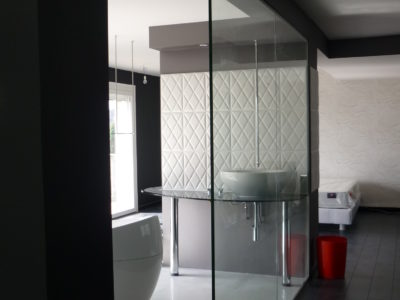 interior glass partition made of toughened laminated glass