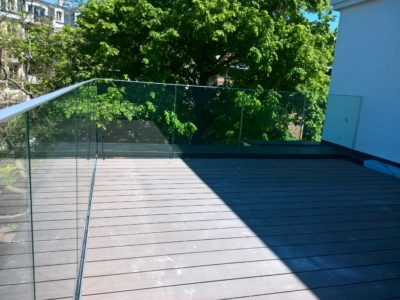 Balcony glass railling