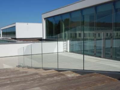 glass railing on side slab