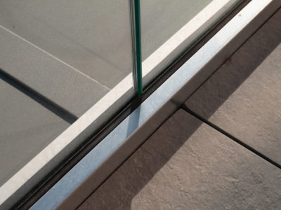 fixing glass railing on profile