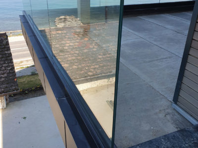 glass railing on profile