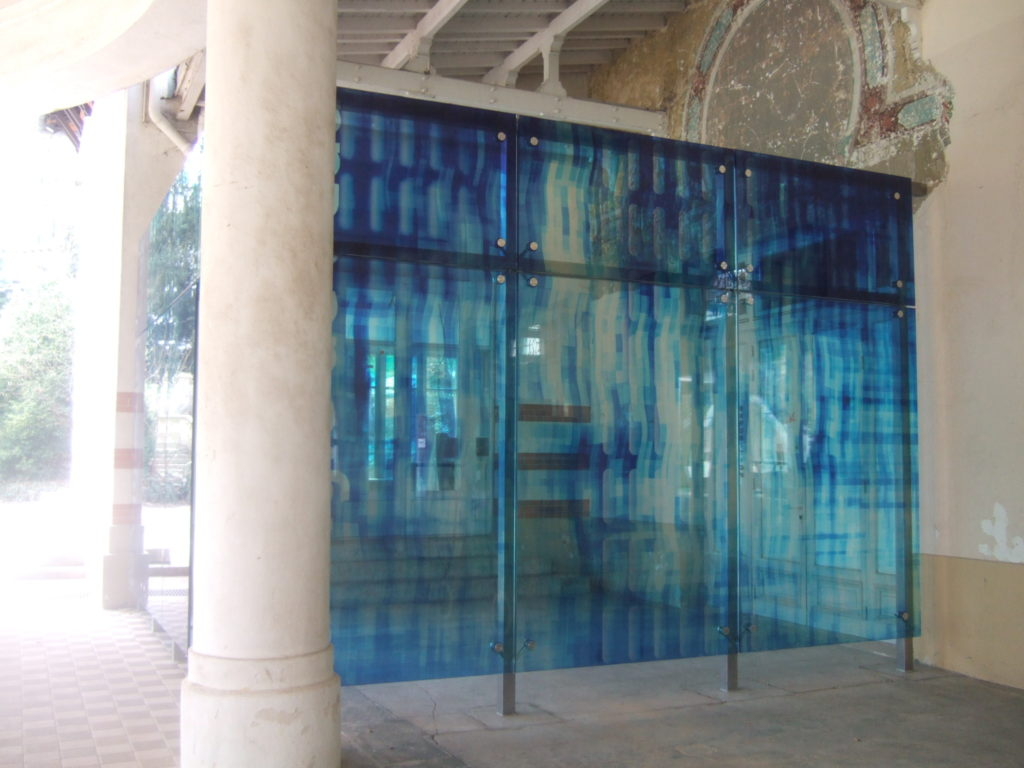 Decorative glass frontage