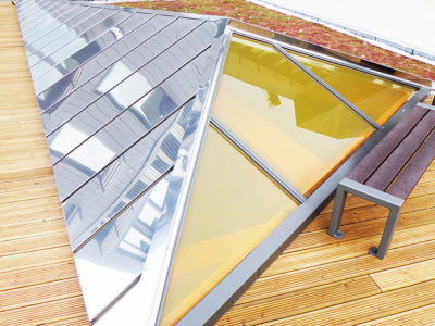 Glass roof in decorative laminated glass