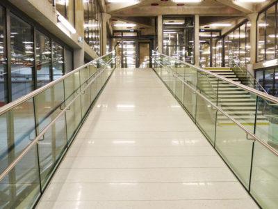 Glass railing on rail